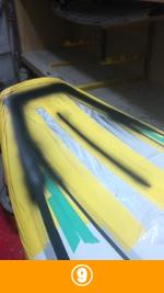 9.下地塗料が乾いたらこれまた慎重に丁寧に軽く削り、ボードがツルツルになるようにします。そしてボード本体の色を本塗装します。リペアしたところは当然デザインが消えてしまっているから、それを再生します。マスキングテープで塗らないところを隠し、本来の色を調色して塗ります。
