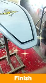 Finish.そしてデザインが出来上がり、乾燥したらデッキ部分はノンスリップ加工を施します。そして窯に入れ30度で1時間乾燥させ一晩ぐらいの時間をおいて完成です。